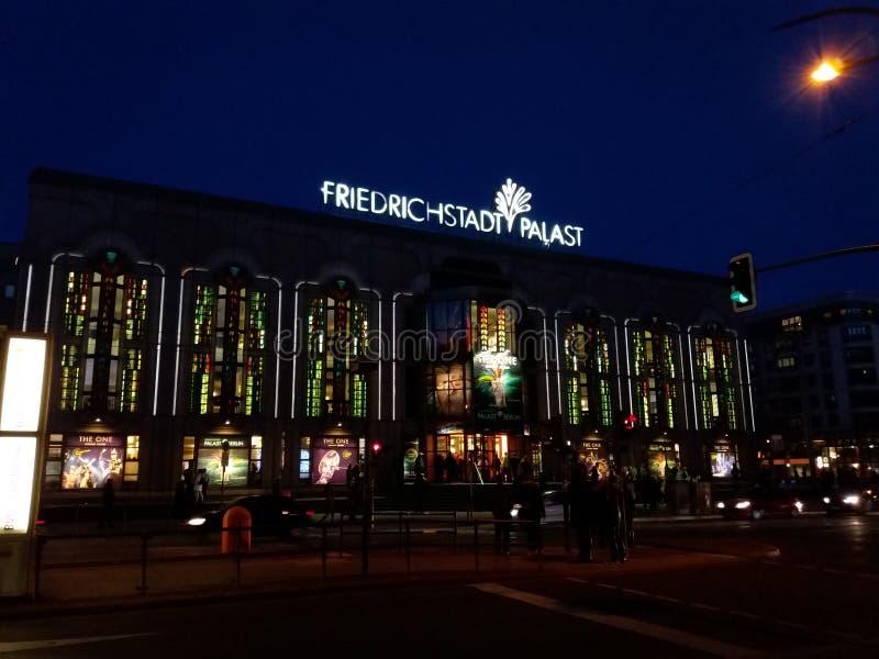 Fredrichstant Palast stockbilder