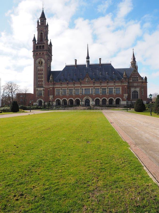 Fredslotten och den främre gräsmattan royaltyfria foton