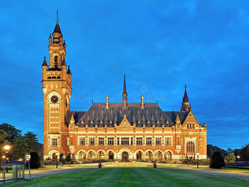 Fredslotten på aftonen i Haag, Nederländerna royaltyfria foton