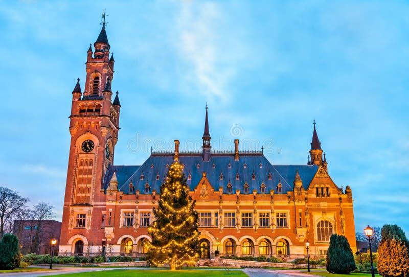 Fredslotten, platsen av internationella domstolen hague Nederländerna royaltyfria bilder