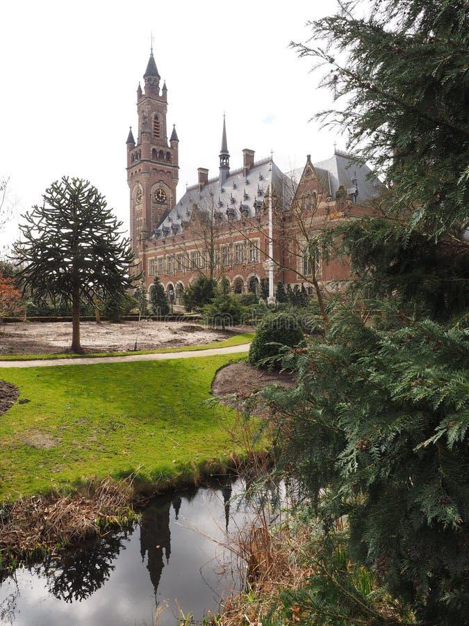 Fredslotttornet och trädgårdarna Haag arkivbilder