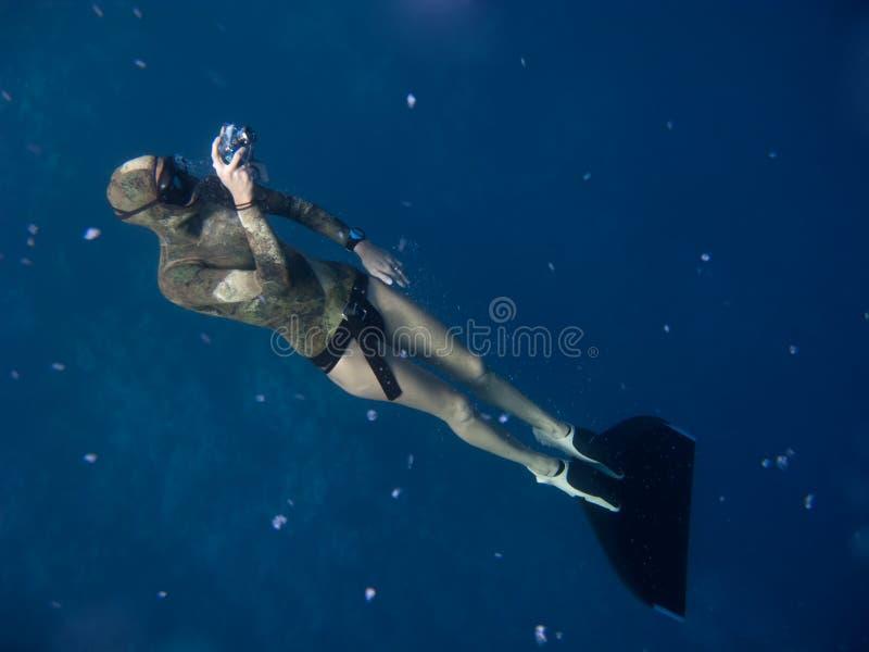 freediving照片如何采取 免版税库存照片