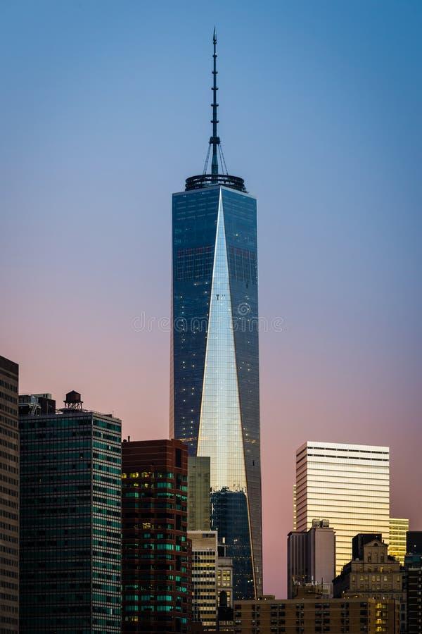 Freedom Tower durante o nascer do sol fotografia de stock