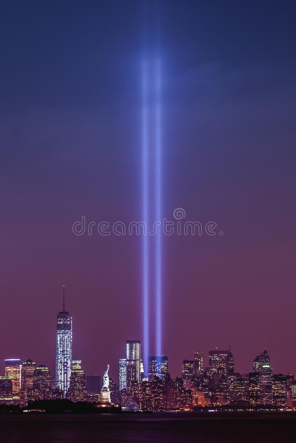 Freedom Tower et statue de Liberty Tribute In Light photo libre de droits