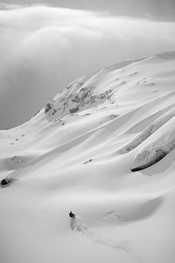 Freeride del Snowboard en altas montañas imágenes de archivo libres de regalías