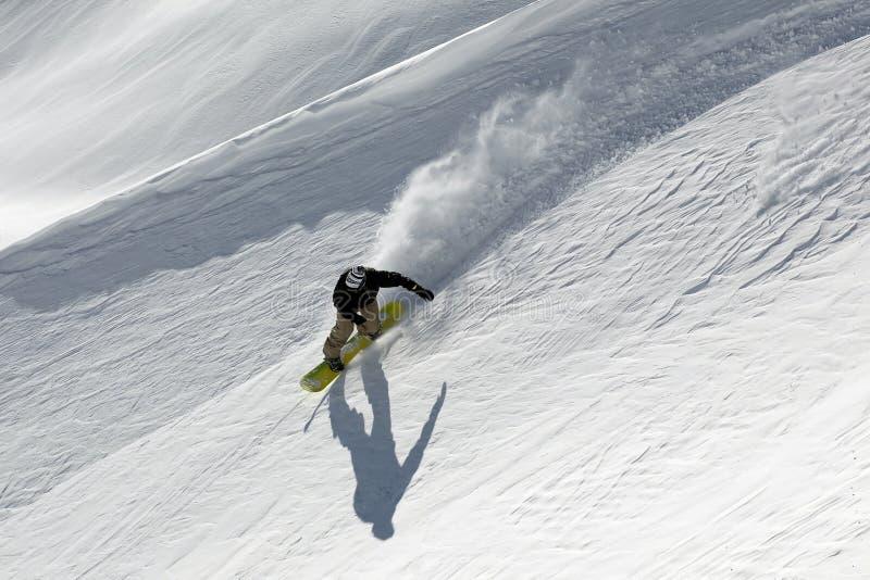 Freeride del Snowboard en altas montañas foto de archivo libre de regalías