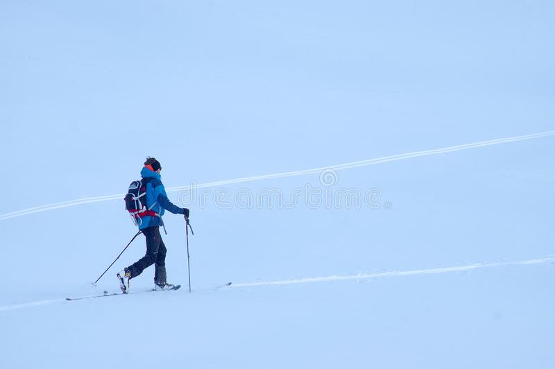 Freeride-Ski in den Transsilvanische Alpen stockfotos