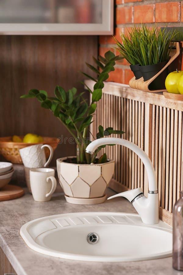 Fantástico Moderno Grifo De La Cocina Molde - Ideas para Decoración ...
