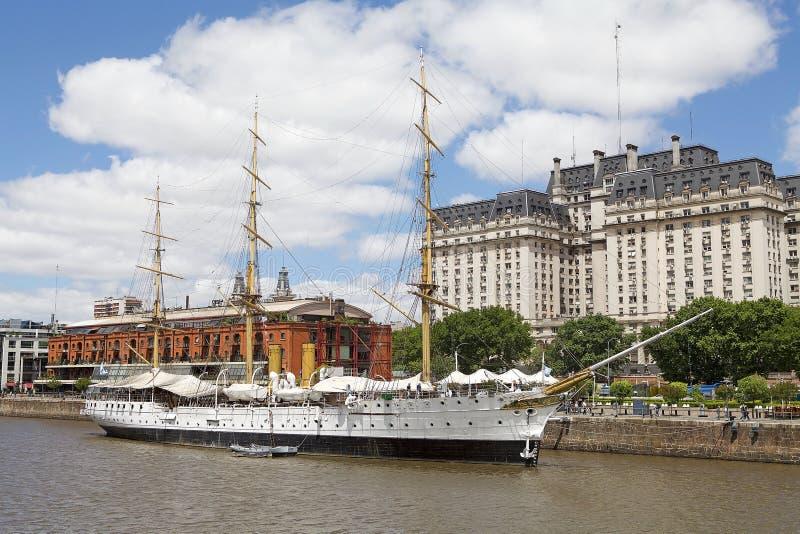 Fregat ARA Presidente Sarmiento in Puerto Madero, Buenos aires, Argentinië stock afbeelding