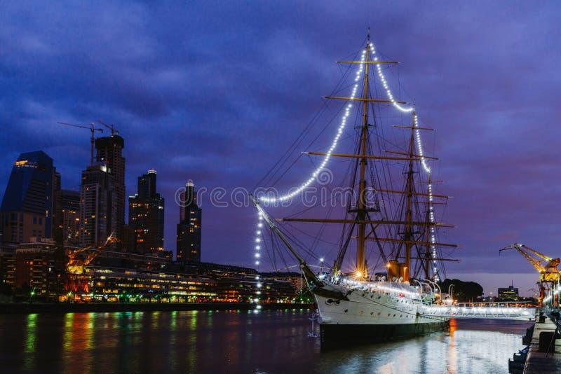 Fregat ARA Presidente Sarmiento - schipmuseum in het centrum van Buenos aires stock fotografie