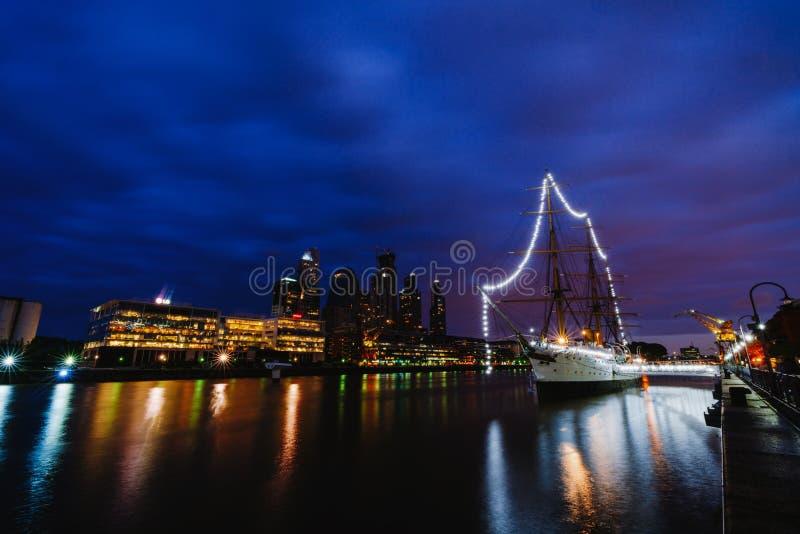 Fregat ARA Presidente Sarmiento - schipmuseum in het centrum van Buenos aires stock foto's