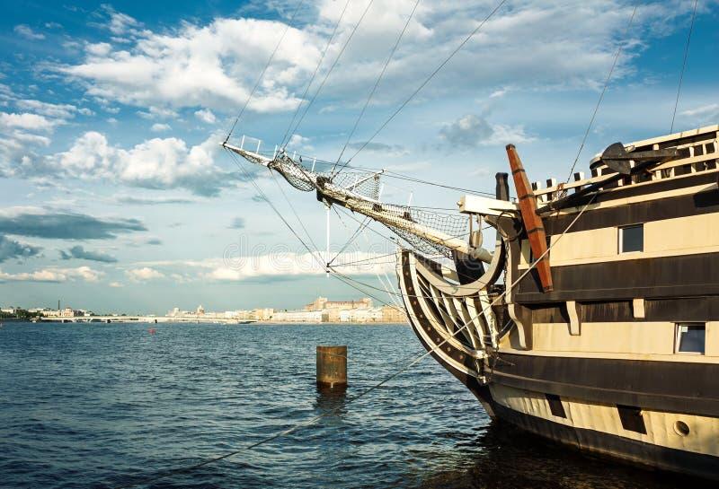 Fregat op de rivier royalty-vrije stock foto's