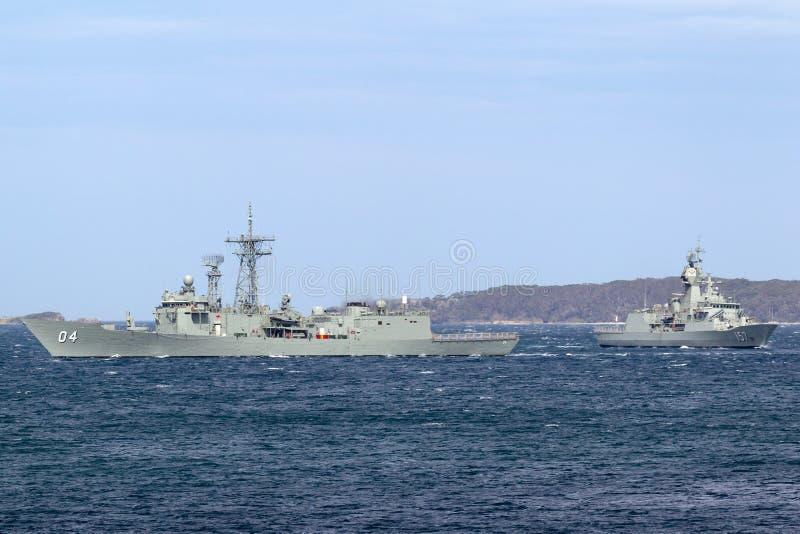 Fregata classa Adelaide del missile teleguidato di Darwin FFG 04 di HMAS della marina australiana reale in Sydney Harbor immagini stock libere da diritti