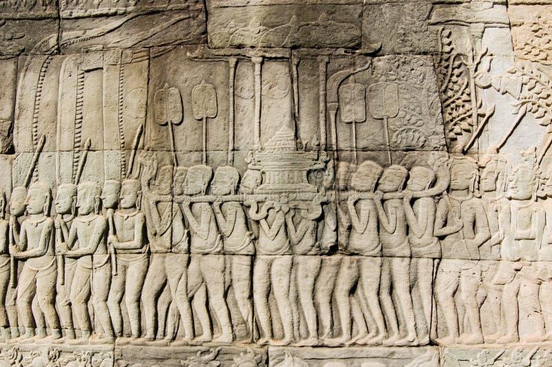 Fregio religioso di parata di Khmer antico fotografia stock libera da diritti