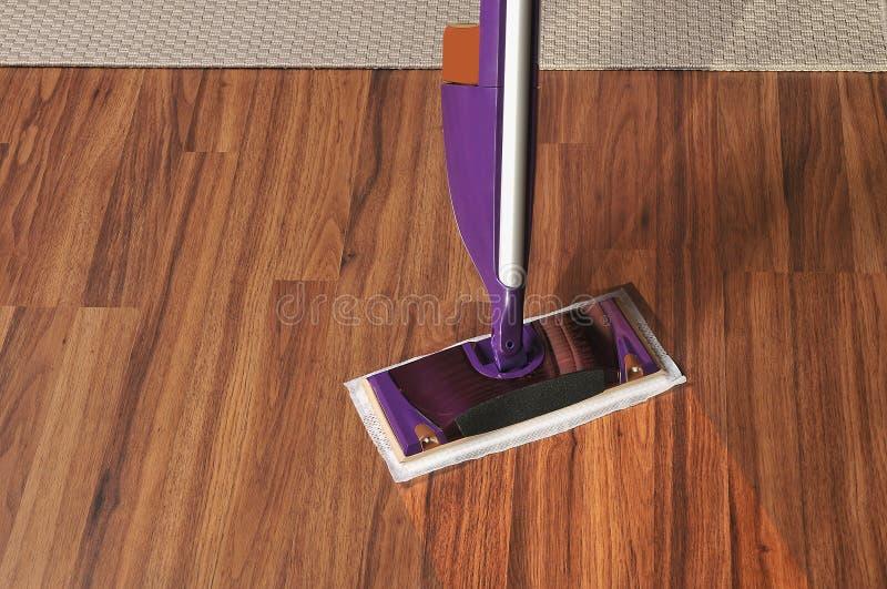 Como limpiar suelos de madera best trucos para mantener - Productos para limpiar madera ...