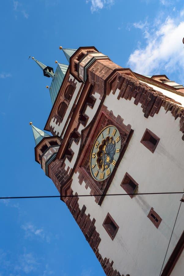 Freiburg de historische toren van Martinstor van de stadspoort, Freiburg, Duitsland stock foto's