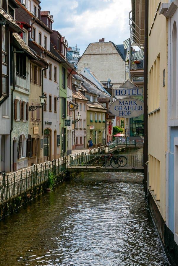 Freiburg-im-Breisgau, canal comercial imagenes de archivo