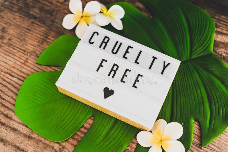 Freie Mitteilung der Grausamkeit auf Produkten und Ethik lightbox strengen Vegetariers stockfoto