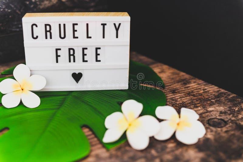 Freie Mitteilung der Grausamkeit auf Produkten und Ethik lightbox strengen Vegetariers stockbild