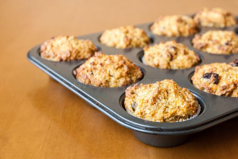 Freie Muffins des Glutens auf Bratwanne stockfoto