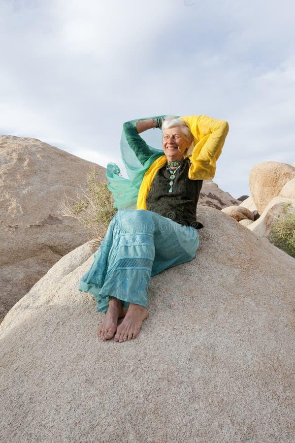 Freie temperamentvolle ältere Frau lizenzfreies stockfoto