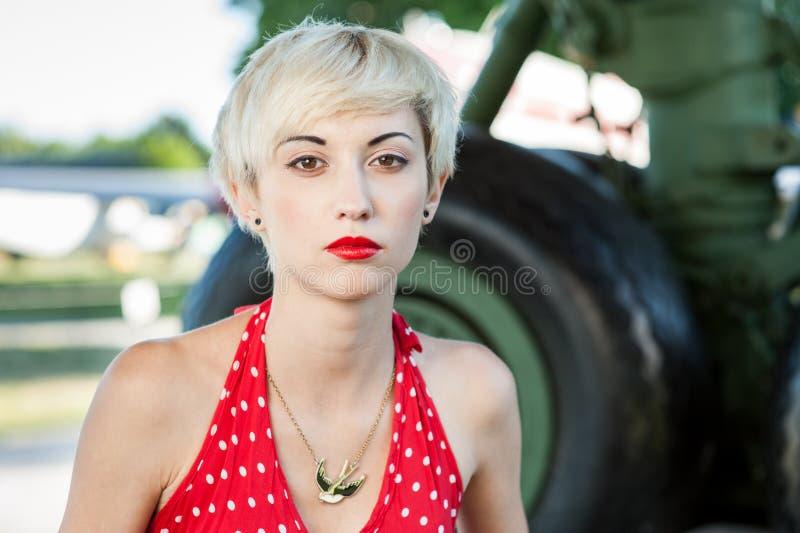 Freienstift-obenporträt der jungen blonden sexy Frau stockbilder