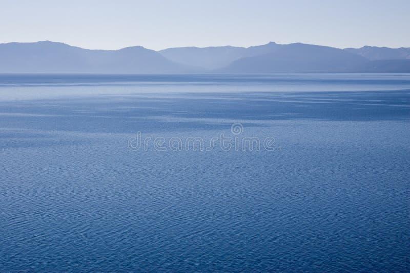 Freier blauer See stockbild