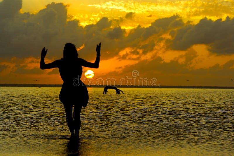 Freier Geist in Meer stockfotografie