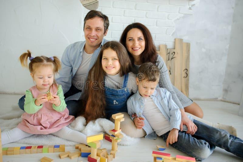 Freier Tag in einer großen Familie lizenzfreie stockbilder