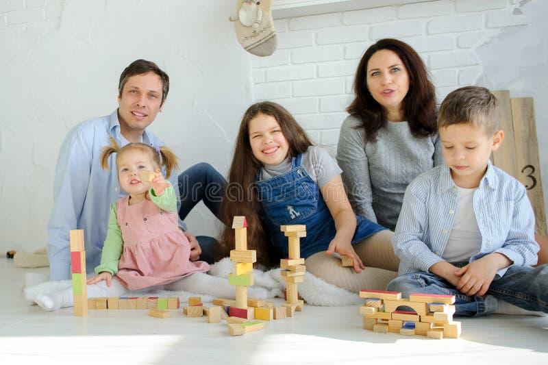 Freier Tag in einer großen Familie lizenzfreies stockbild