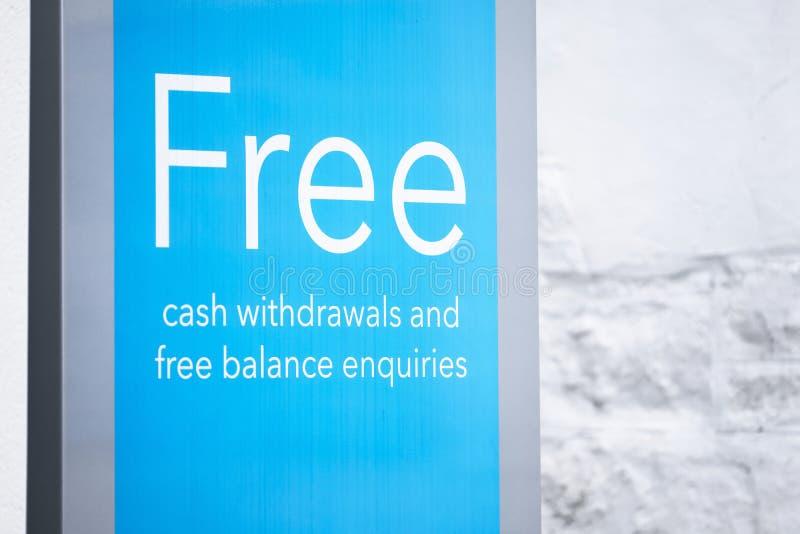 Freies Barabhebungen cashpoint ATM-Zeichen lizenzfreie stockfotos