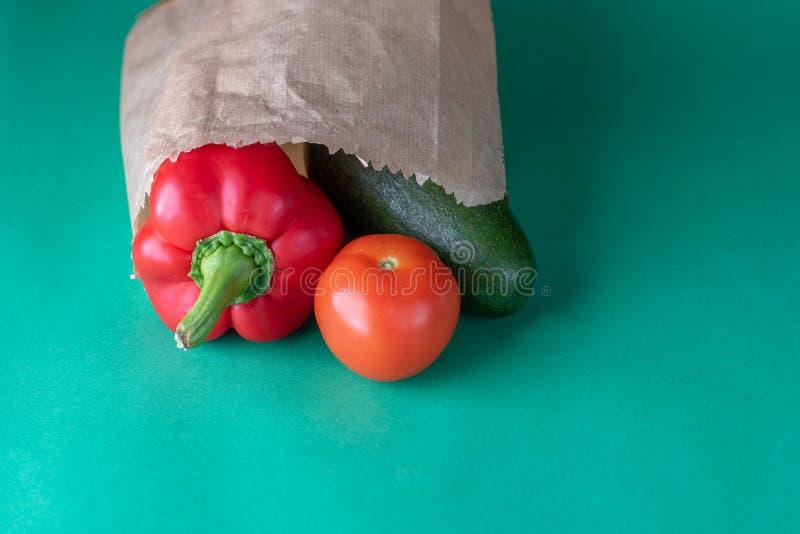 Freies Plastikeinkaufen Landwirtbioprodukte Weniger Plastik lizenzfreies stockfoto