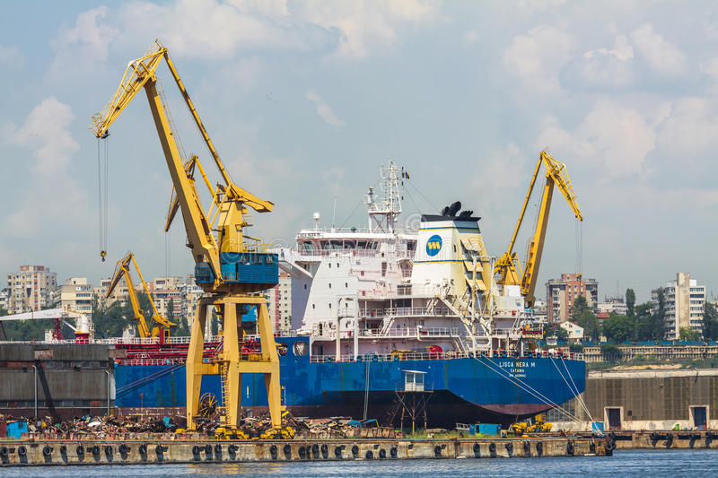 Download Freighter ship and cranes editorial image. Image of liner - 41337180