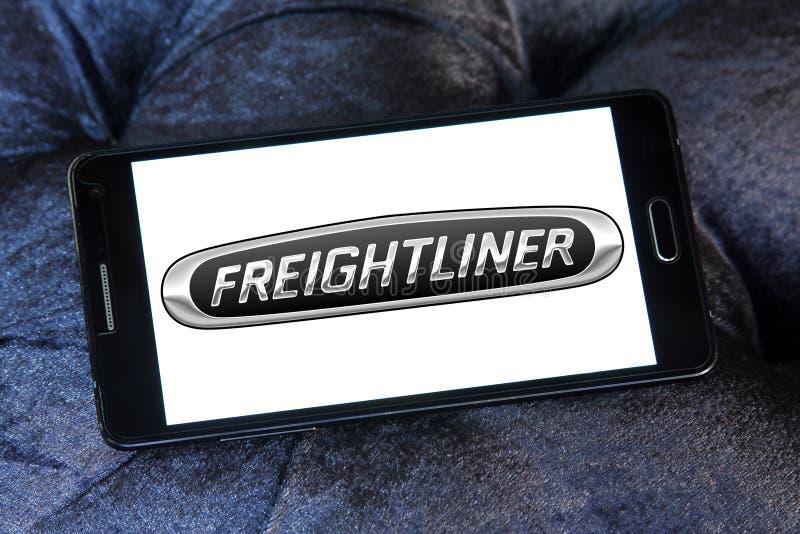 Freightliner tauscht Herstellerlogo lizenzfreies stockfoto