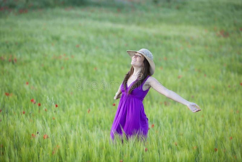 Freiheit auf Feld stockfoto