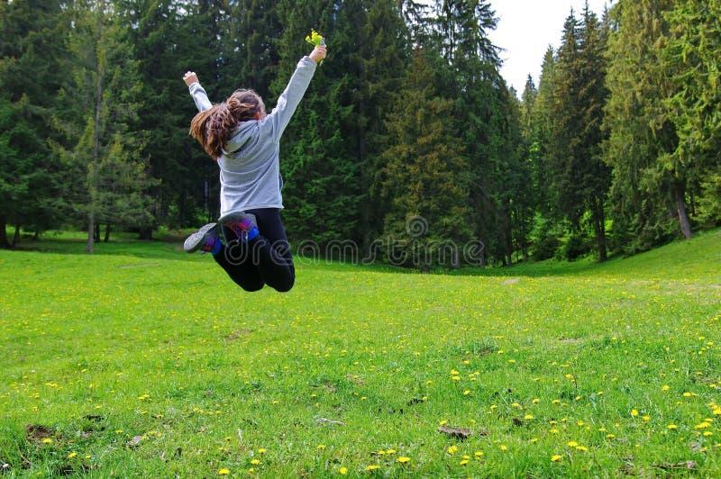 Freiheit im Wald lizenzfreie stockbilder