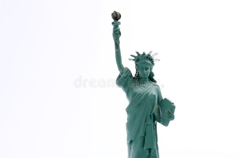 Freiheitsstatue auf Liberty Island in New- Yorkhafen in New York City in den Vereinigten Staaten, lokalisiert auf Weiß stockfoto
