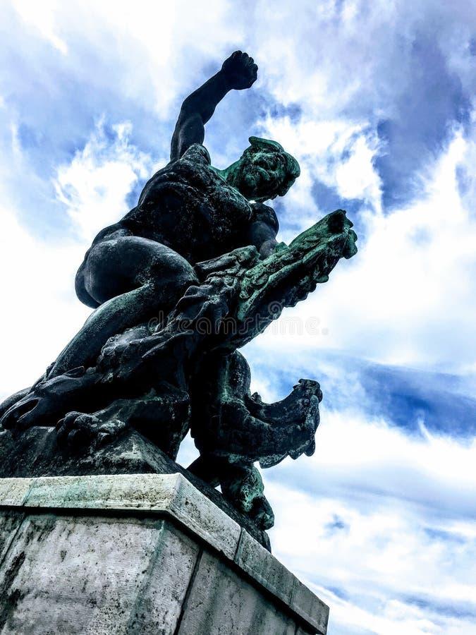 Freiheitsstatue beim Citadella, Budapest lizenzfreie stockbilder