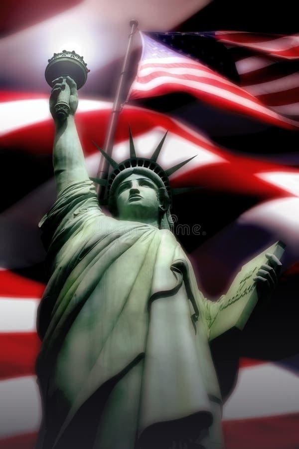 Freiheitsstatue mit amerikanischer Flagge lizenzfreie stockfotos