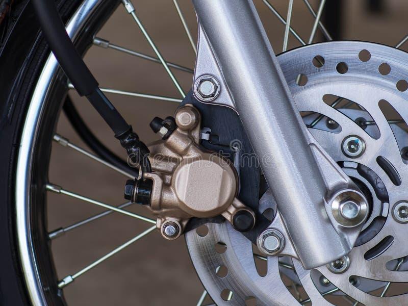 Freio de disco com o cubo de roda no velomotor foto de stock