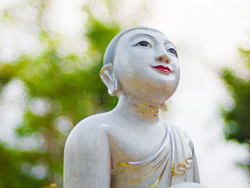 Freira budista Fundo abstrato borrado imagens de stock