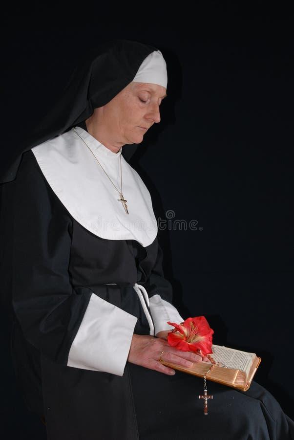 Freira Praying foto de stock