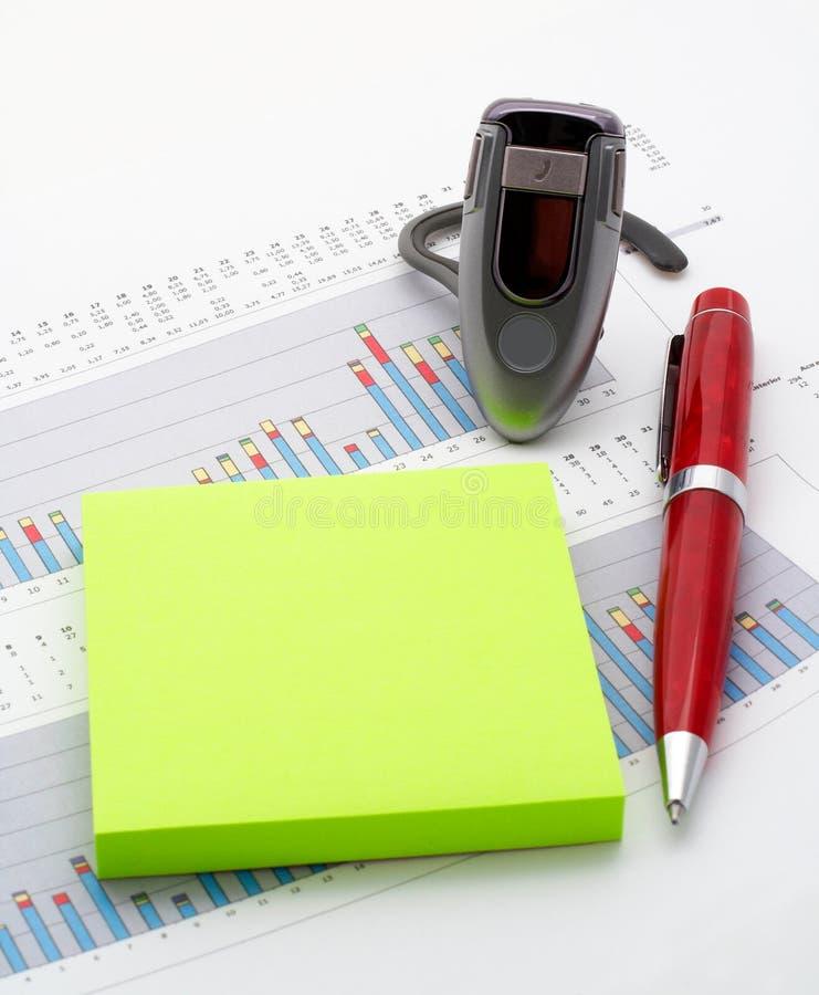 Download Freisprech-, Anmerkungen Und Feder Auf Einkommen Entwerfen Sie Hintergrund Stockbild - Bild von blau, erwerben: 853799