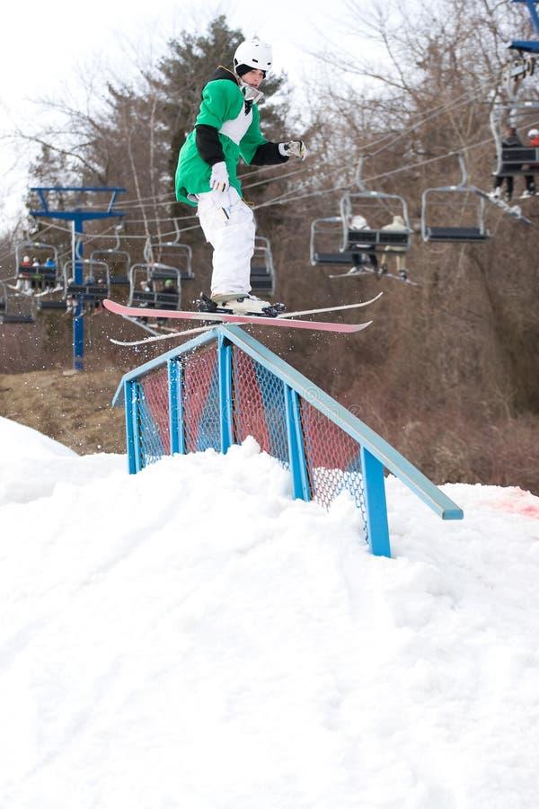 Freistil-Skifahren lizenzfreie stockbilder