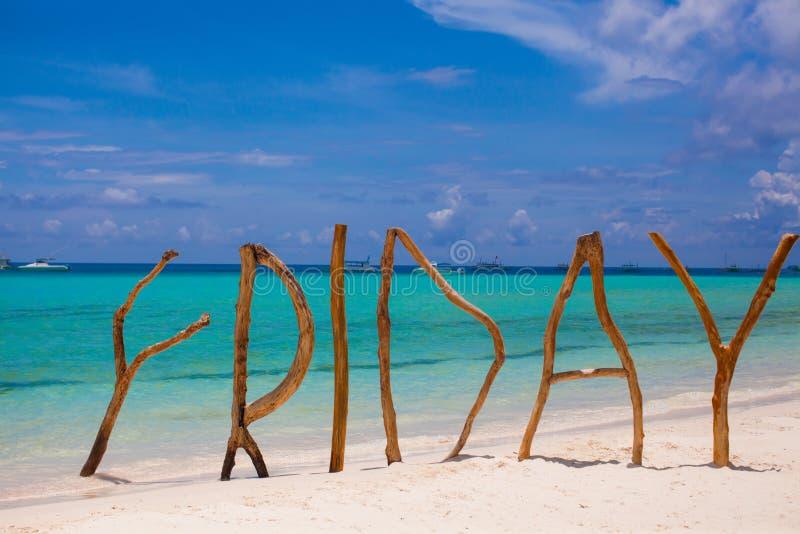 Freitag machte vom Holz auf Boracay-Inselhintergrund lizenzfreie stockfotografie