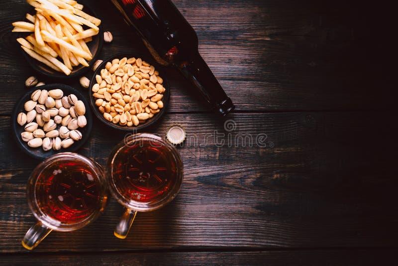 Freitag-Partystimmung, Handwerksbrauerei, Lager-Bier lizenzfreie stockfotos