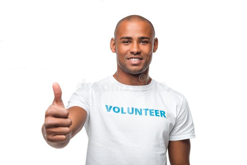 Freiwilliger darstellender Daumen oben stockfotografie