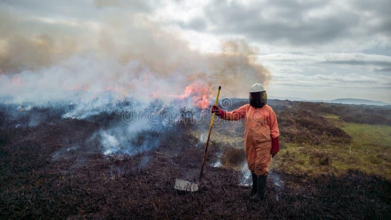 Freiwilliger Frauen-Feuerwehrmann stockfoto