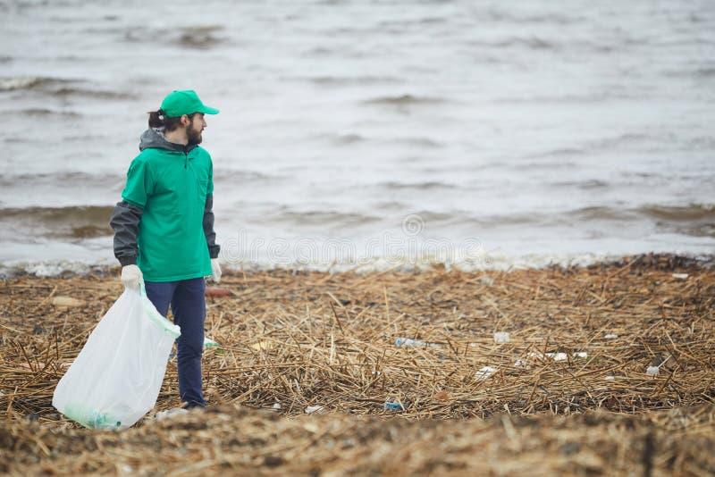 Freiwilliger tuender Klimaerhaltungsjob lizenzfreies stockfoto