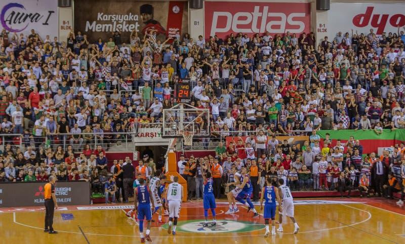 Freiwurf geschossen auf Basketballspiel lizenzfreies stockfoto